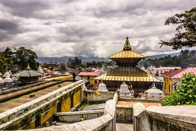 Sierpień 18, 2014 - Pashupatinath świątynia w Kathmandu, Nepal obrazy stock