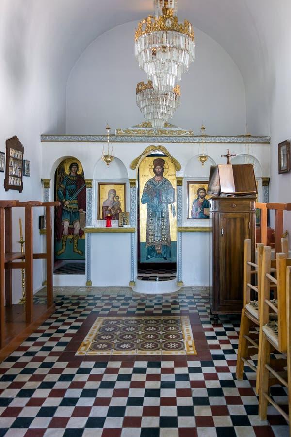 Sierpień 23rd 2017 wnętrze mały ortodoksyjny kościół w Lipsi wyspie, Dodecanese, Grecja - Lipsi wyspa, Grecja - zdjęcie royalty free