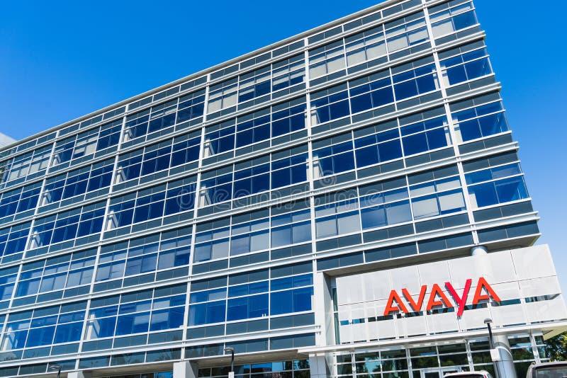 Sierpień 1, 2019 Santa Clara, CA, usa/- Avaya kwatery główne lokalizować w Krzemowa Dolina; Avaya Inc jest amerykaninem wielonaro zdjęcie royalty free