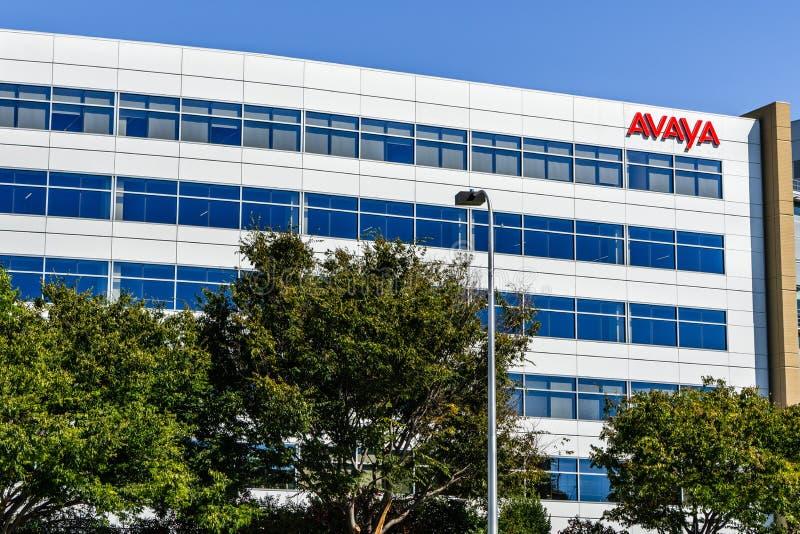 Sierpień 1, 2019 Santa Clara, CA, usa/- Avaya kwatery główne lokalizować w Krzemowa Dolina; Avaya Inc jest amerykaninem wielonaro zdjęcia royalty free