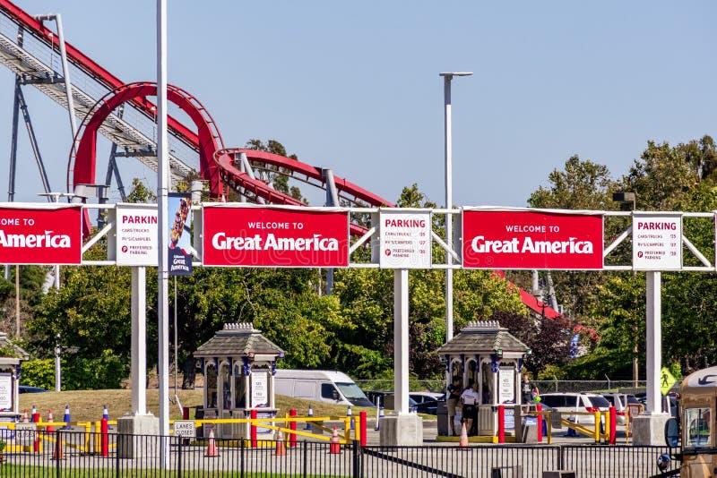 Sierpień 1, 2019 Santa Clara, CA, usa/- Wejściowy teren Kalifornia Ameryka Wielki park rozrywki lokalizować w Południowym San Fra obrazy stock