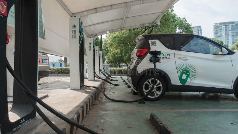 16 Sierpień, 2018 Suzhou miasto, Chiny Źródło zasilania dla elektrycznego samochodu ładować załaduj elektryczny samochód stację 4 zdjęcie stock