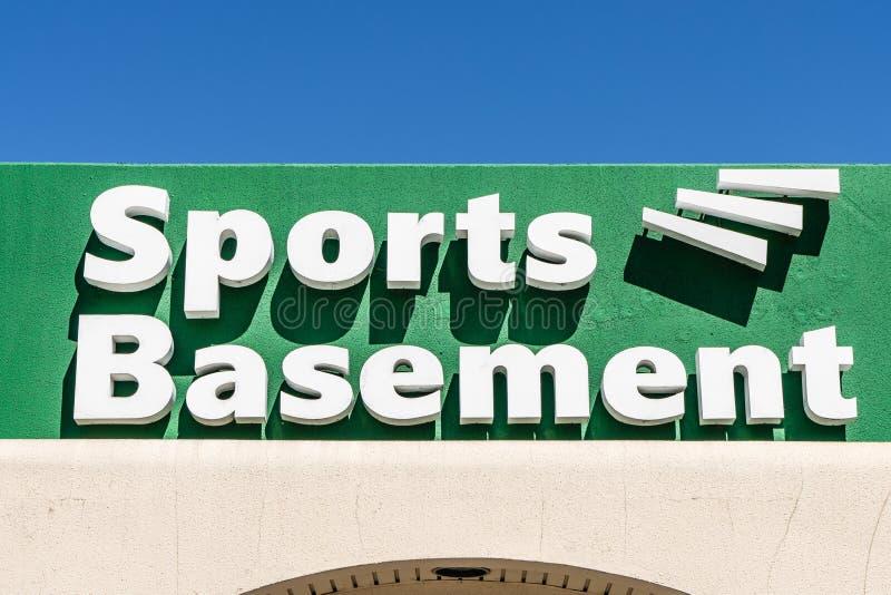 7 sierpnia 2019 Sunnyvale / CA / USA - Sports Basement store zlokalizowany w rejonie zatoki poÅ'udniowego San Francisco zdjęcie stock