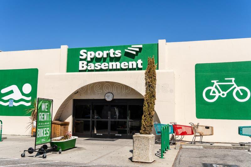 7 sierpnia 2019 Sunnyvale / CA / USA - Sports Basement store zlokalizowany w rejonie zatoki południowego San Francisco obraz royalty free
