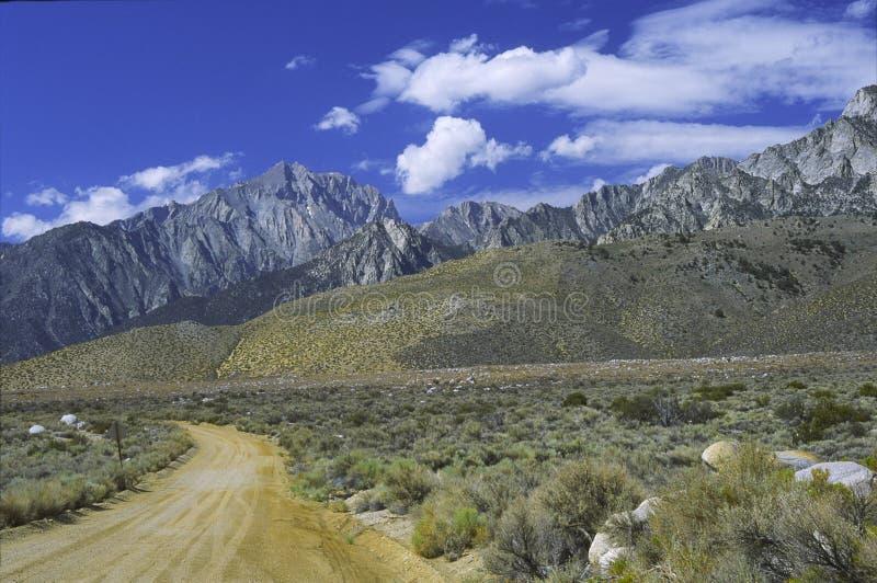 Sierra montañas de Nevada vistas del valle de Owens imagen de archivo