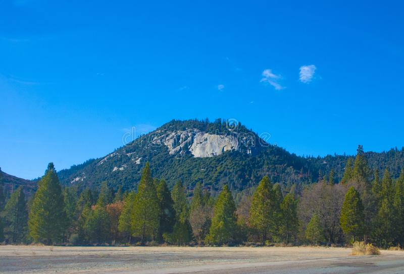 Sierra Nevada é uma cordilheira no Stat unido ocidental fotos de stock