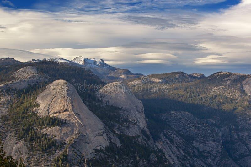 Sierra Nevada Gebirge vom Glacier Point lizenzfreie stockbilder