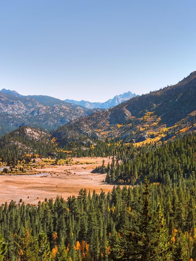 Sierra Nevada -Gebirgszug im Frühherbst lizenzfreie stockfotos