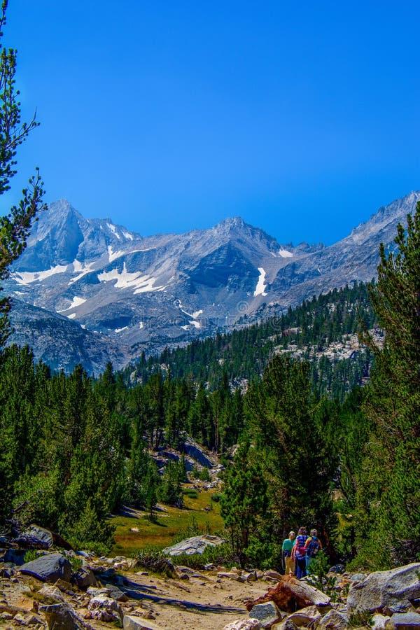 Sierra Nevada Mountain Trail Hikers imagen de archivo