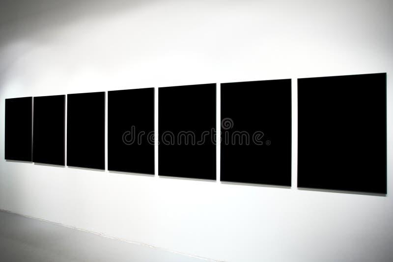 Siete banderas grandes negras vacías fotografía de archivo libre de regalías