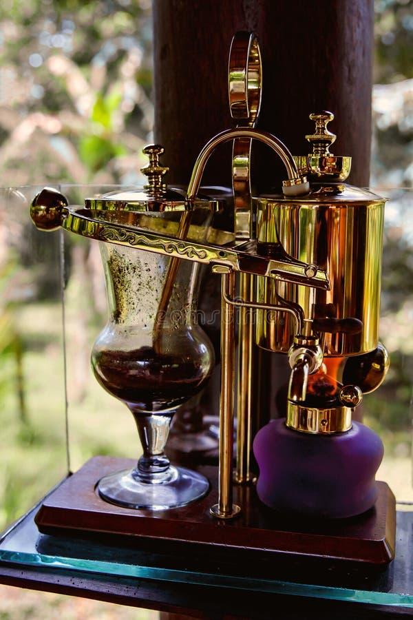 Sifón del vintage para hacer el café fresco imagenes de archivo