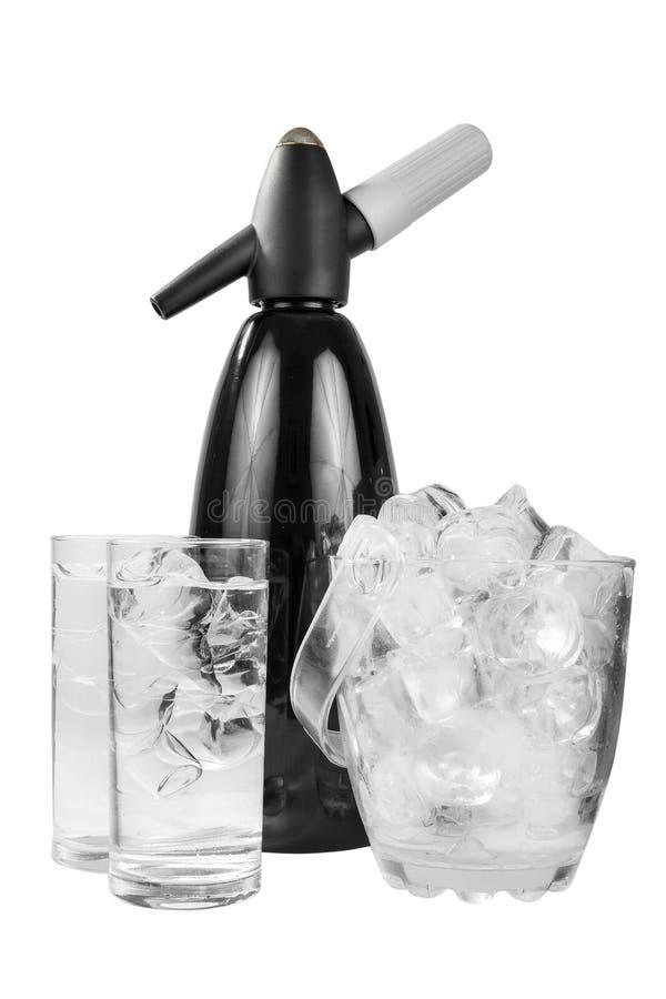 Sifon para la soda con el cubo de hielo aisló blanco fotos de archivo libres de regalías