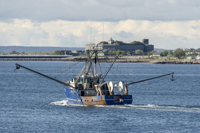 Sig.na Madeline del peschereccio con Taber forte nel fondo immagine stock
