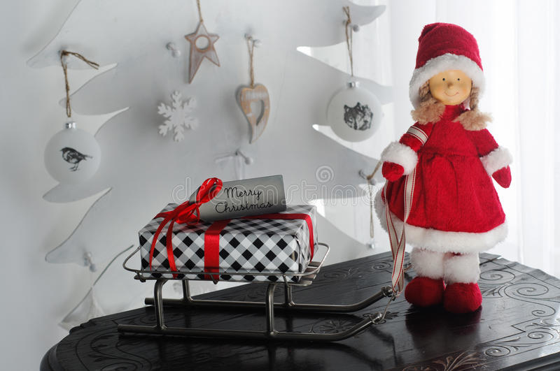 Sig.ra Santa Claus Presents Sleigh fotografie stock