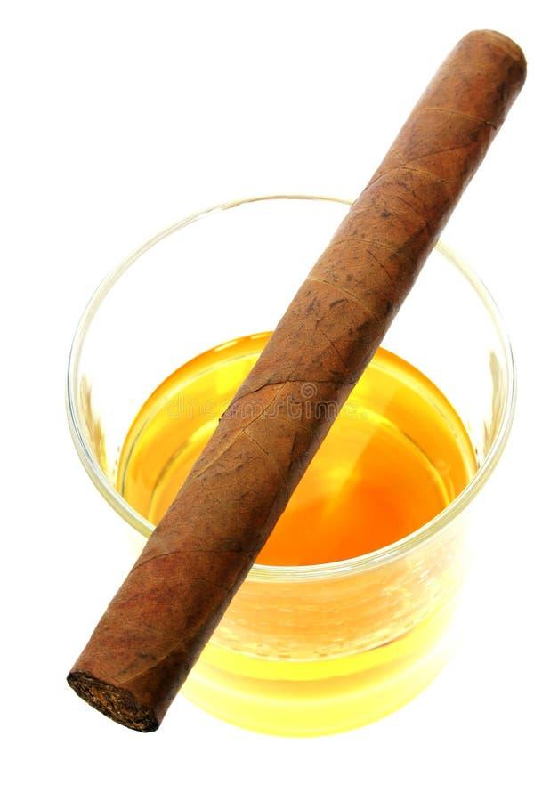 Download Sigaar Op Het Glas Van De Whisky Stock Foto - Afbeelding bestaande uit drank, cubaans: 276206