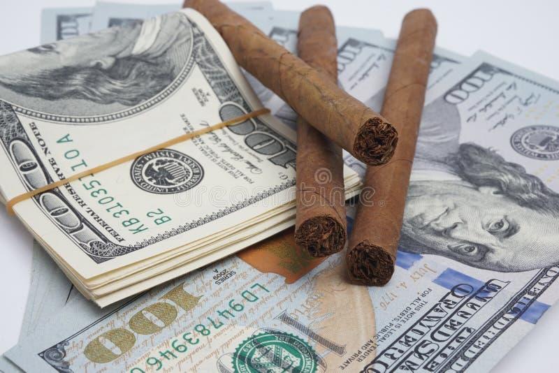 Sigaren en contant geld royalty-vrije stock afbeeldingen