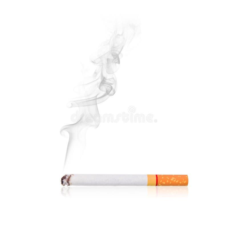 Sigaret met rook stock fotografie
