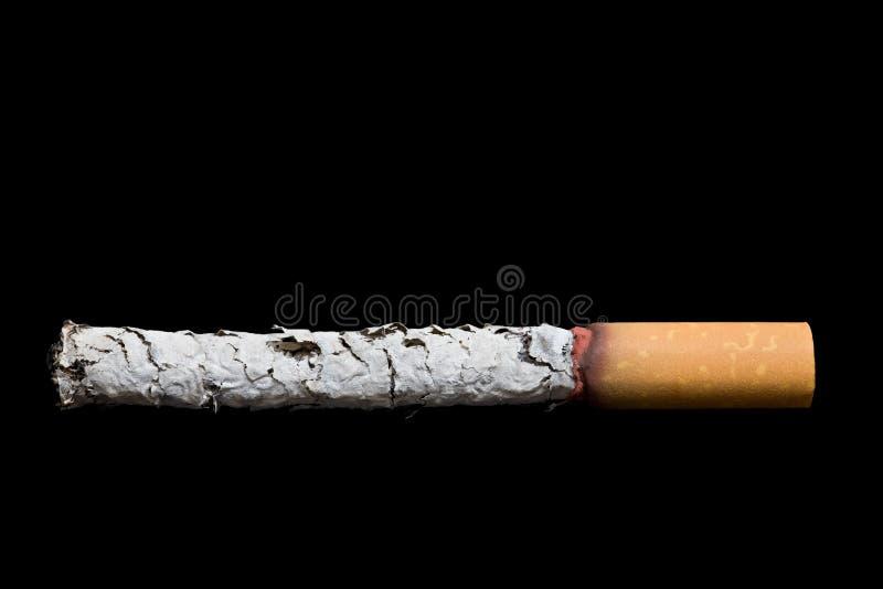 Sigaret over zwarte stock fotografie