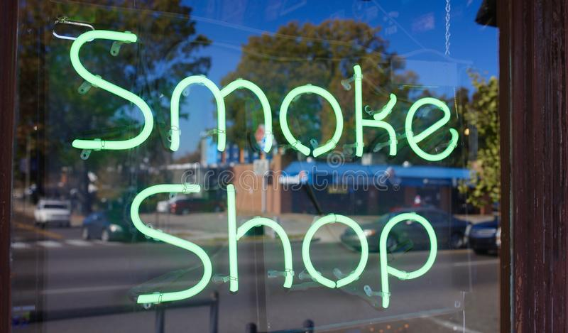 Sigarette, sigari e negozio di E-Cig fotografie stock libere da diritti