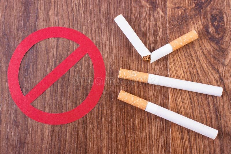 Sigaretten en verbodsteken, gezonde levensstijlen zonder sigaretten royalty-vrije stock fotografie