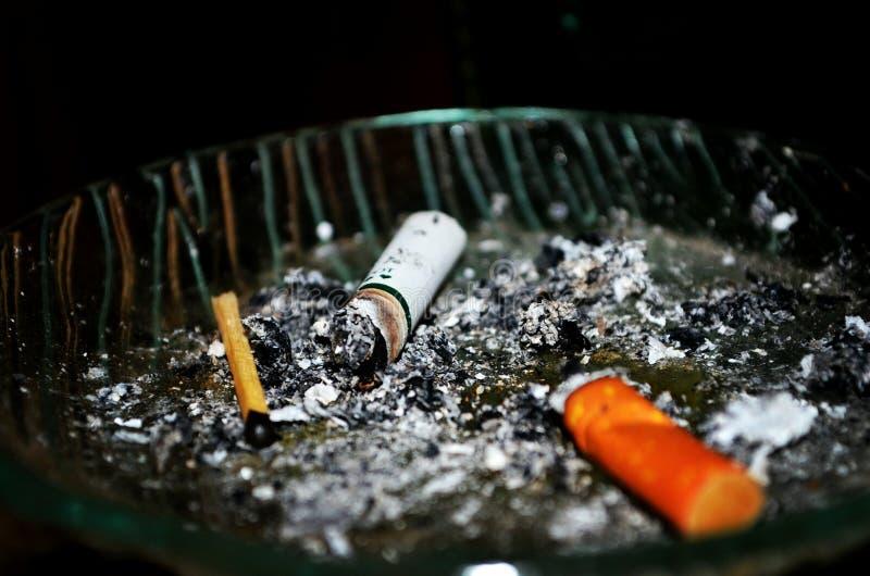 Sigarettenuiteinden royalty-vrije stock afbeelding