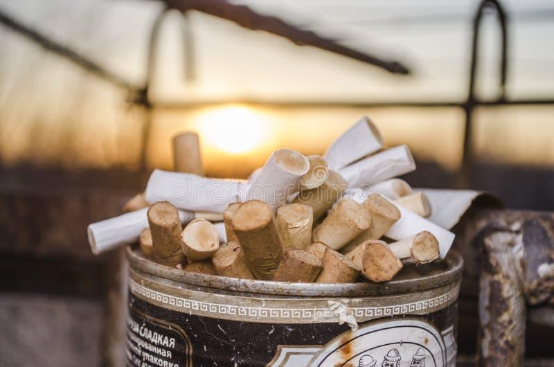 Sigaretuiteinden van sigaretten royalty-vrije stock foto's