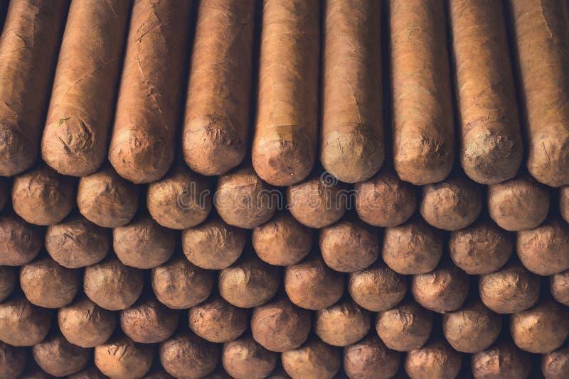 Download Sigari cubani immagine stock. Immagine di cancro, prodotto - 117976515