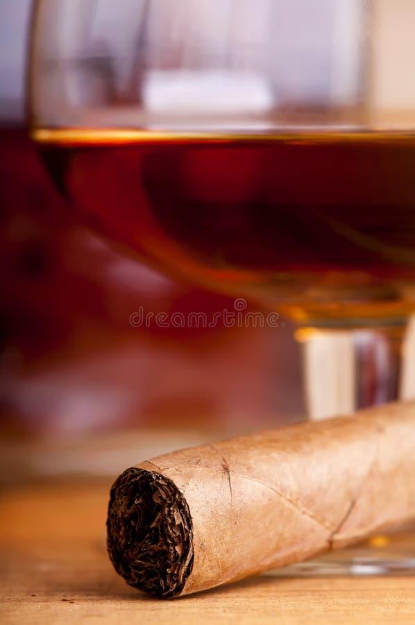 Sigaro e brandy fotografie stock