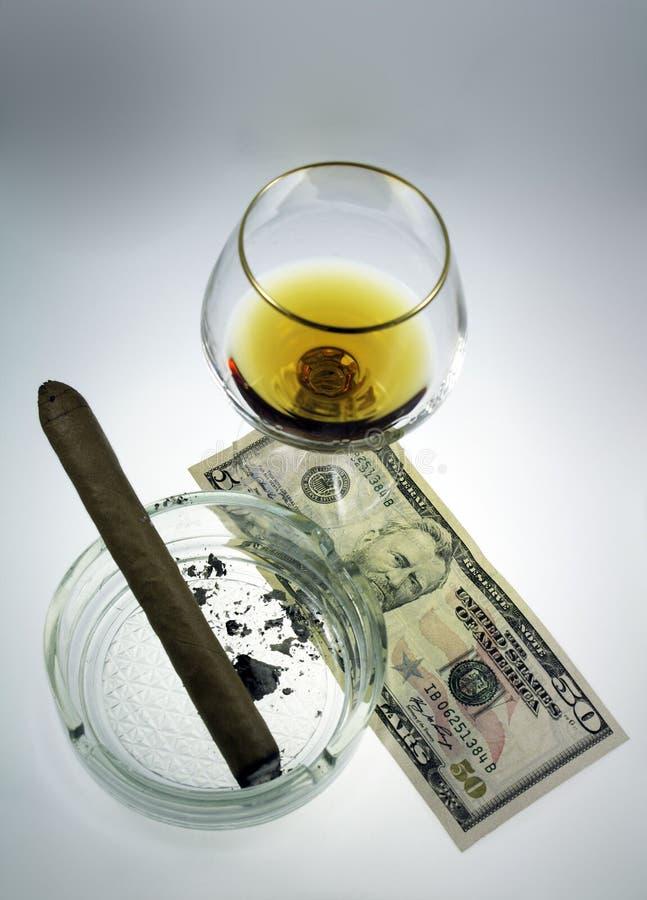 Sigaro e cognac immagine stock