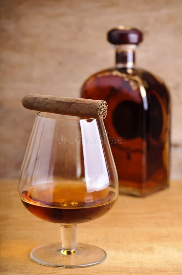 Sigaro e cognac fotografia stock