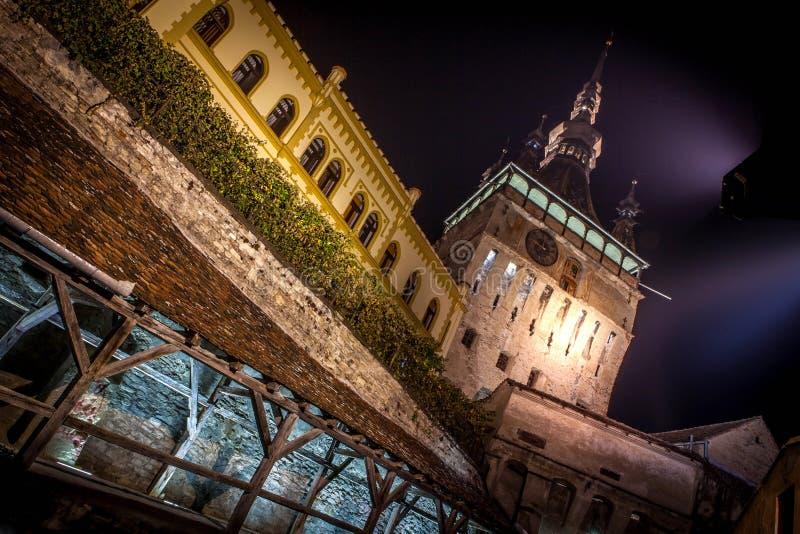 Sighisoara中世纪市,在夜间拍的罗马尼亚照片 免版税库存照片