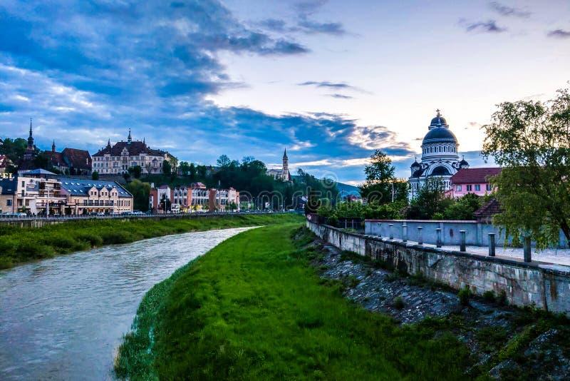 Sighisoara, Ουγγαρία - 17 Μαΐου 2019: άποψη της παλαιάς πόλης το βράδυ στοκ εικόνα