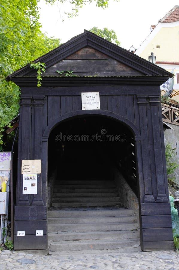Sighisoara -对公墓的黑暗的台阶 免版税库存图片