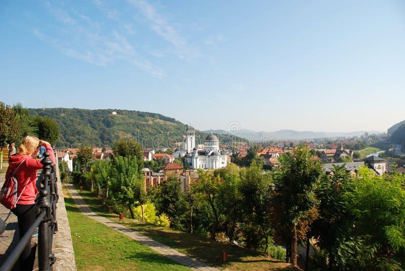 Sighisoara och panorama för ortodox kyrka royaltyfria foton