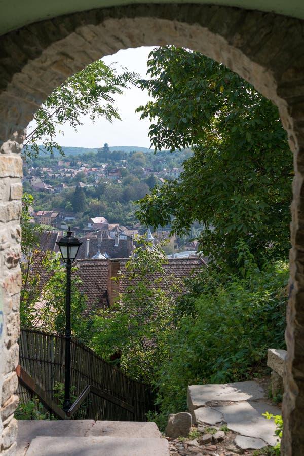 SIGHISOARA, TRANSYLVANIA/ROMANIA - 17 DE SEPTIEMBRE: Visión sobre suspiro imagen de archivo libre de regalías