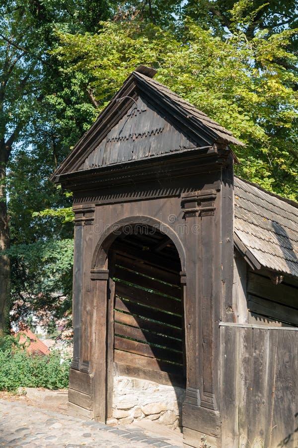 SIGHISOARA, TRANSYLVANIA/ROMANIA - 17 DE SETEMBRO: Túnel de madeira imagens de stock royalty free