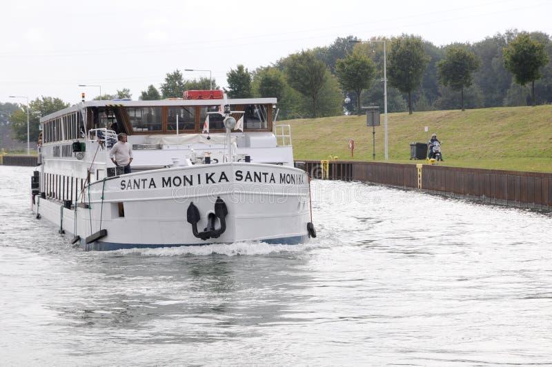 Sighseeingsboot op het kanaal royalty-vrije stock afbeelding