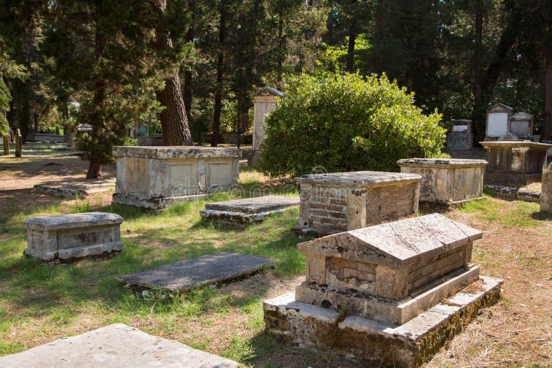 Sight i den Korfu staden: forntida och gammalt b för intressant ställe - fotografering för bildbyråer