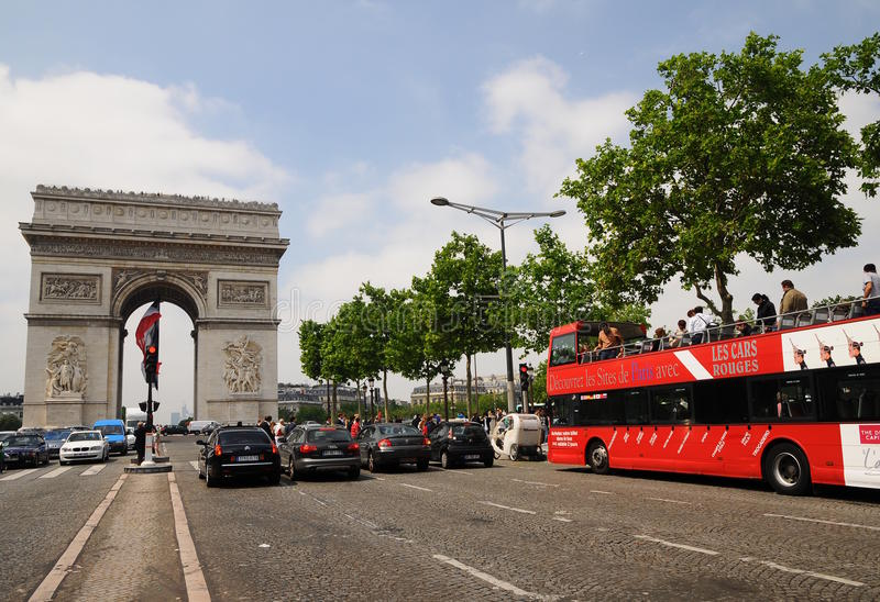 Sight seeing bus tour paris - Arc de Triomphe royalty free stock photos