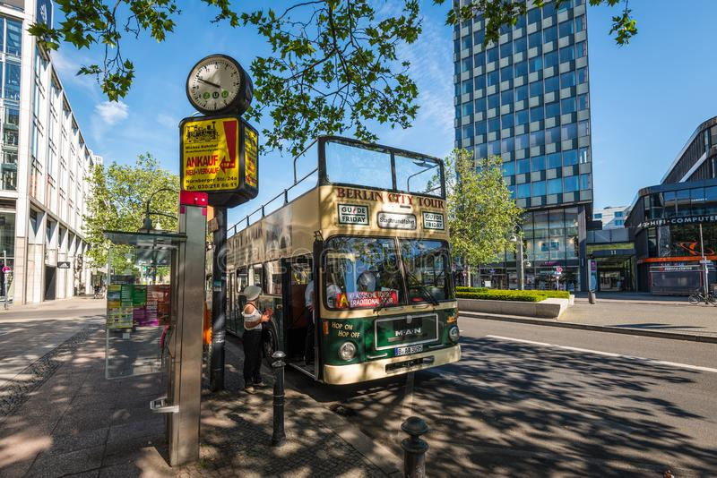 Sightbuss i Berlin, Tyskland royaltyfria bilder