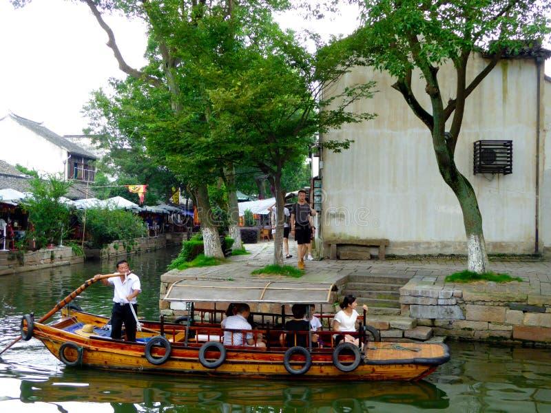 Sightseeing шлюпки в древнем городе стоковая фотография rf