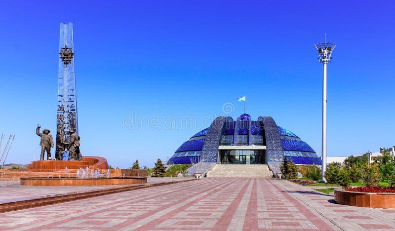 Sightseeing in Kazachstan Panorama op Historisch en cultureel centrumpark van Eerste President Nursultan Nazarbayev met royalty-vrije stock fotografie