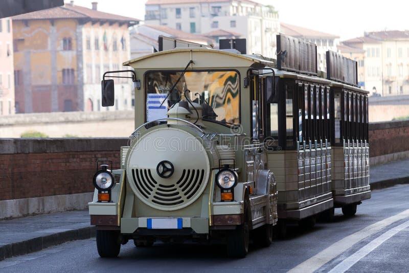 Sightseeing touristic поезд в Пизе, Италии стоковые фото