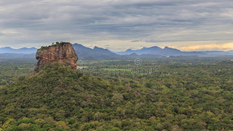 Sigiriya-Felsen-Festung, UNESCO-Welterbestätte, gesehen von Pidurangala-Felsen, Sri Lanka, lizenzfreie stockfotografie