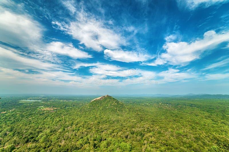 Sigiriya, Sri Lanka: luchtmening van wildernis stock foto