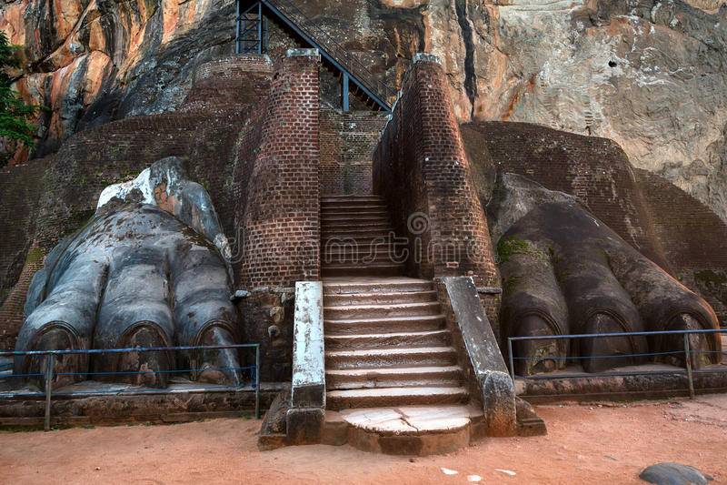 Sigiriya también sabe como roca del león fotografía de archivo