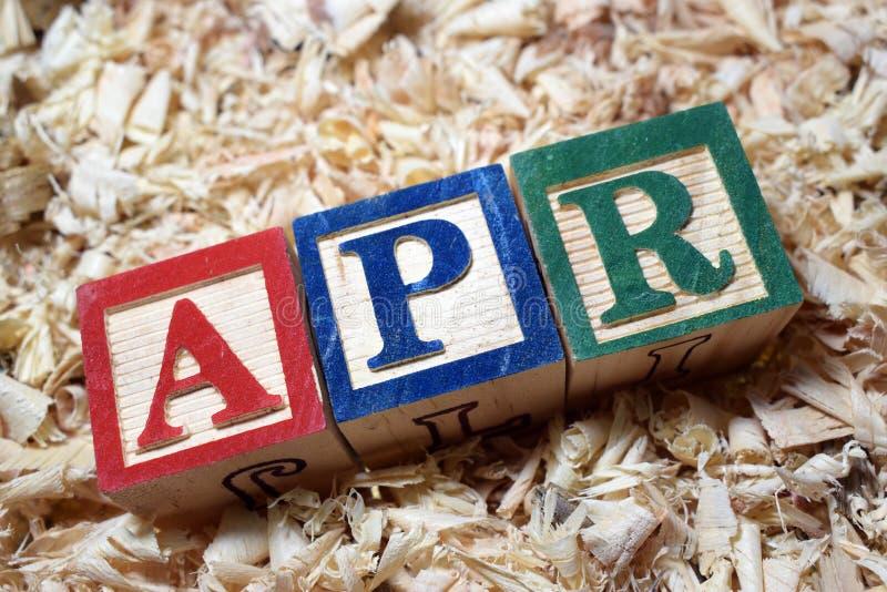 Siglas del porcentaje anual de ABRIL en bloque de madera imágenes de archivo libres de regalías