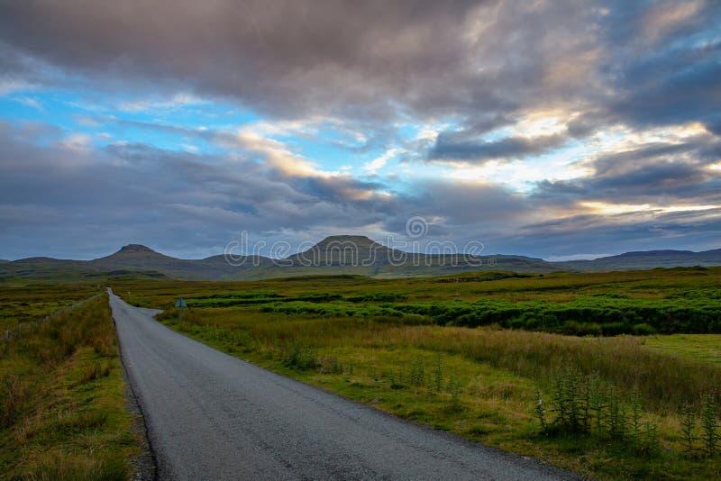Sigle在斯凯岛苏格兰小岛的路风景  库存照片