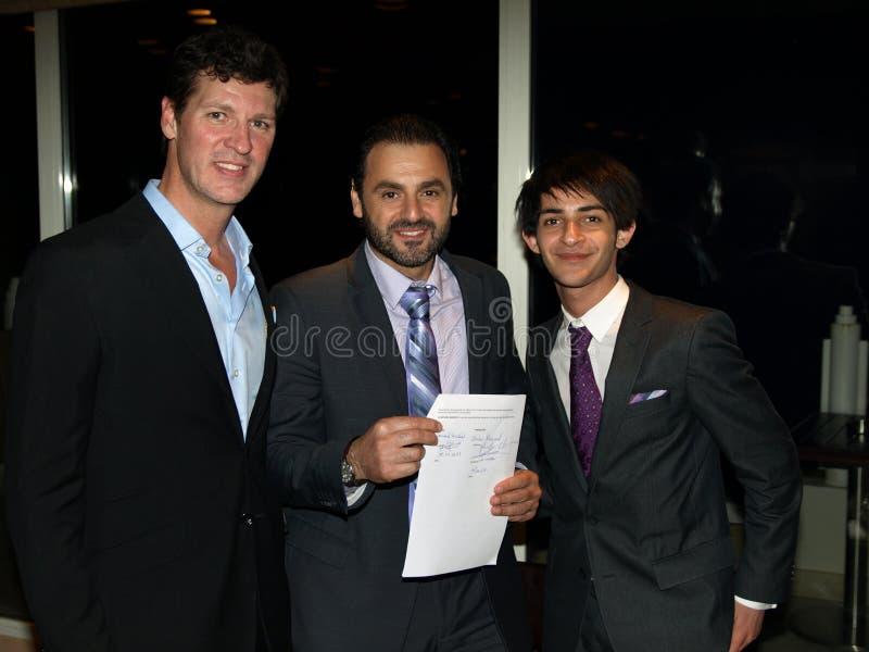 Sign del contratto di Youssef Haddad fotografia stock libera da diritti