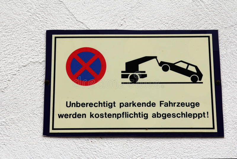 Sign. Unjustified parking vehicles are towed royalty free stock images